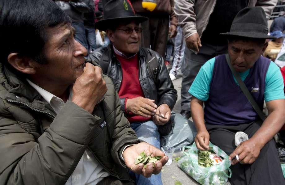El acullico, como se conoce al masticado, es una práctica social, ritual y medicinal desde tiempos prehispánicos que aún prevalece. Foto cortesía
