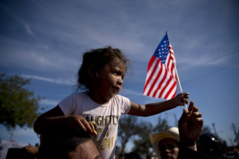 Los Estados Unidos de nosotros poema - El SOl Latino