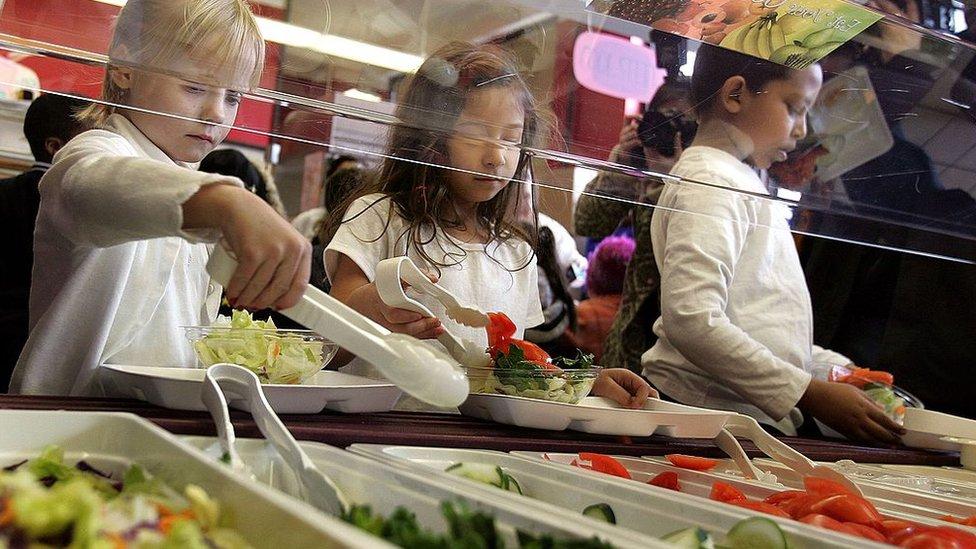 En Miami-Dade el 71 % de la matrícula estudiantil está inscripta Programa Nacional de Almuerzos Escolares.