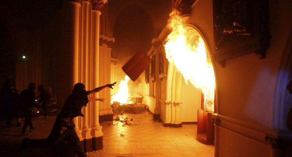 Manifestantes antigubernamentales incendiaron la iglesia San Francisco de Borja. Foto cortesía
