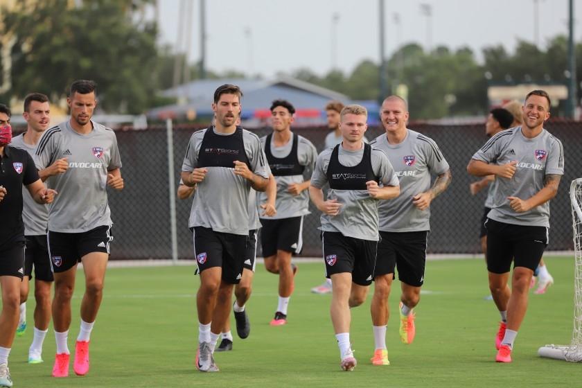 Jugadores del FC Dallas entrenan en Orlando. Foto cortesía