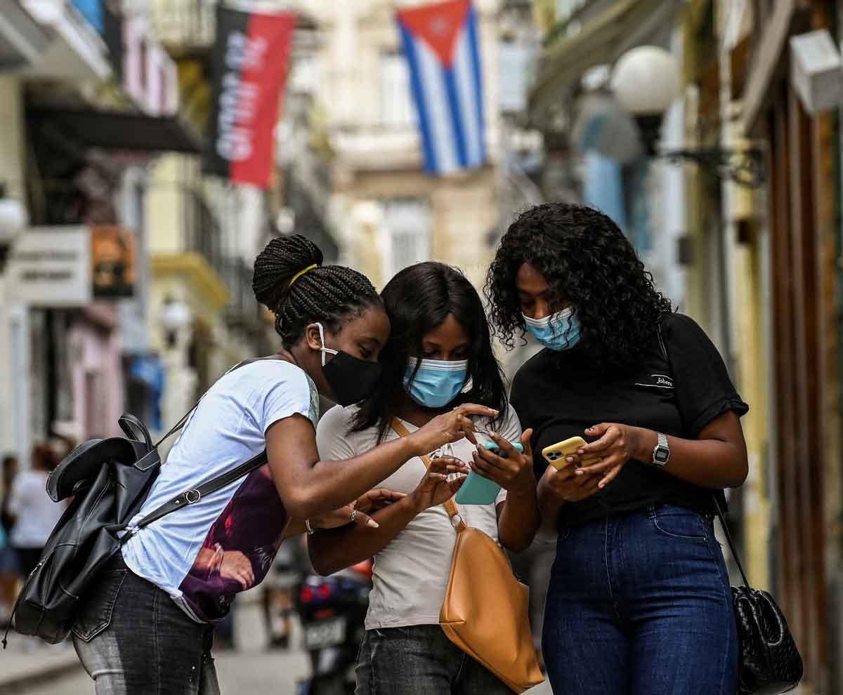 Internet causa estertores en Cuba - El Sol Latino