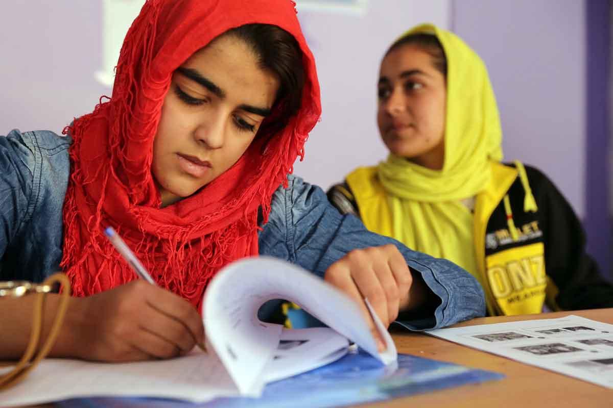 En la mesa talibana no hay mujeres - El Sol Latino