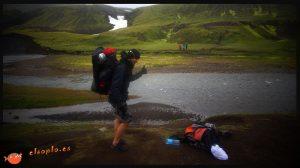 Islandia. Cruzando un río