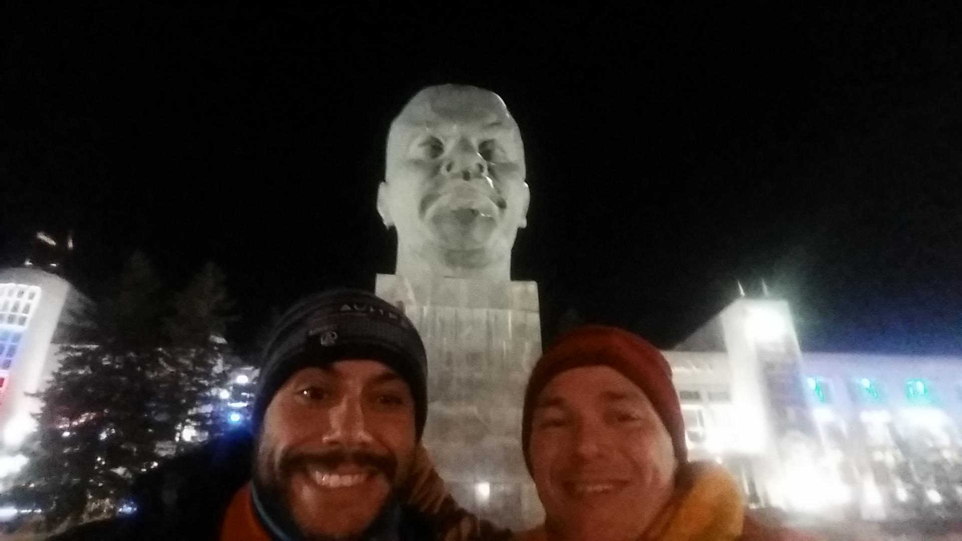 Busto Lenin. Conducir por Siberia en Invierno