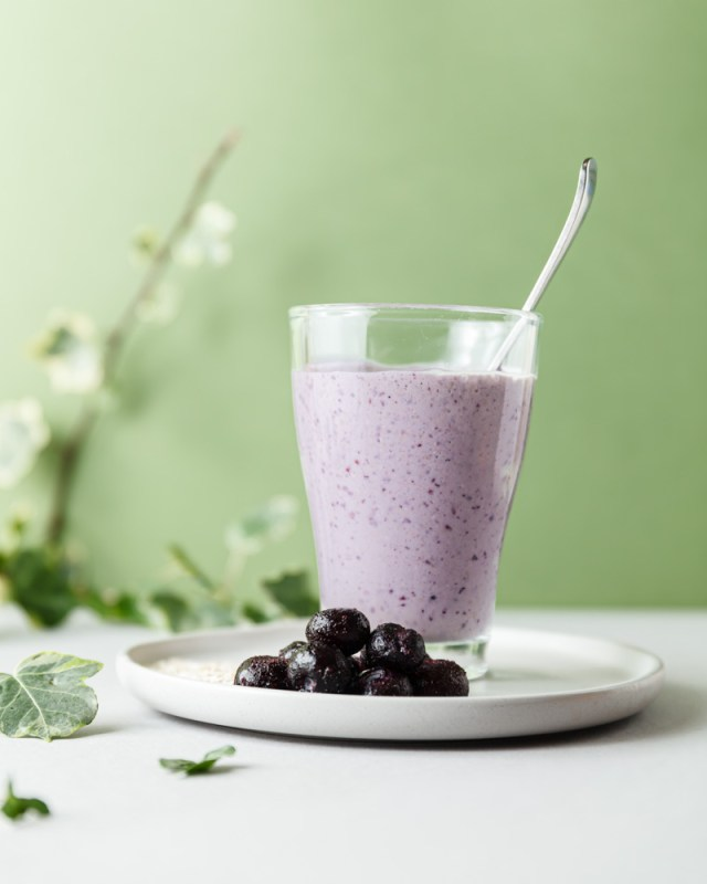 Breakfast Banana Berry Oat Smoothie
