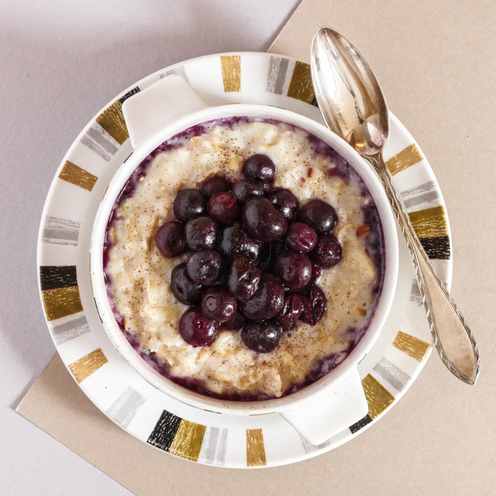 Apple Cinnamon Porridge with Hot Blueberries