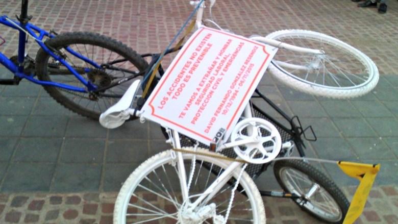 Una bicicleta blanca por David Fernando
