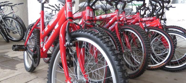 Niños de Gómez Farías y Sayula recibieron Bicicletas