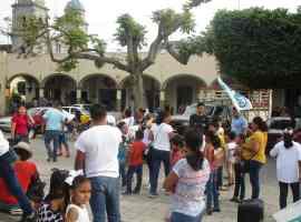 Con festejo a los niños, Edwin Romero arranca campaña en Tuxpan