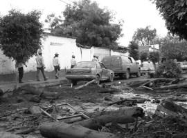 Suman cinco víctimas en San Gabriel; continúa la búsqueda de una mujer de 80 años