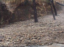 Reportan derrumbes en carretera estatal a El Grullo