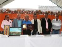 Reconocen trayectoria de Salvador Velarde Magaña en inauguración de Feria de la Miel