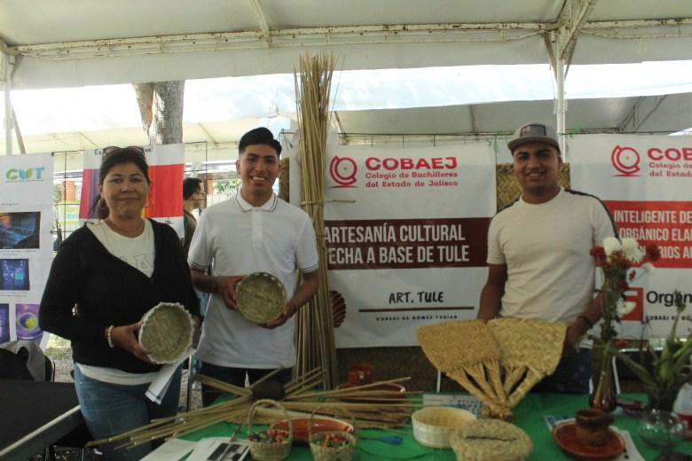 Jóvenes buscan recuperar la artesanía de tule en Gómez Farías