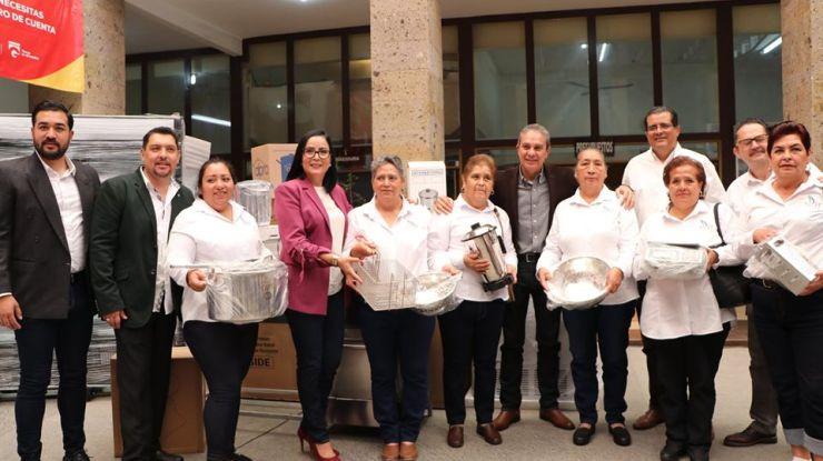 Equipan comedores comunitarios en Ciudad Guzmán