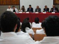 Estudiantes de medicina de CUSur piden retirarse de hospitales, no les dan protección