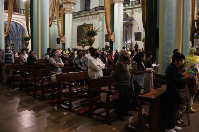Disolver aglomeraciones fuera de Catedral es responsabilidad del gobierno: rector Catedral