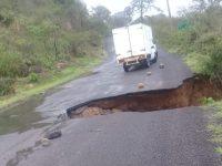 Se forma nuevo socavón en la región, ahora en carretera Tecalitlán-Jilotlán de los Dolores