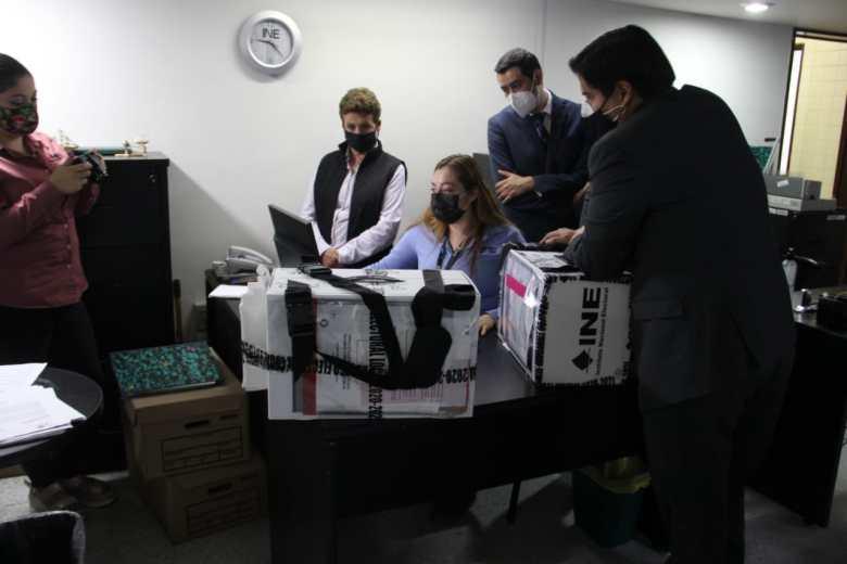Sin ganador absoluto, finalizan las votaciones en Zapotlán. Continúa el conteo