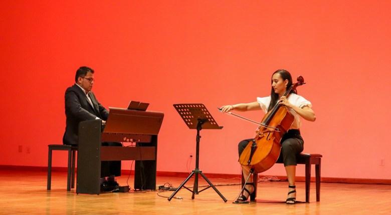 Presentan concierto de piano y chelo en Ciudad Guzmán