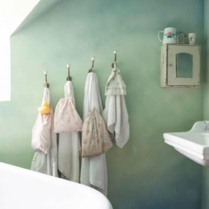 Perchas baño, foto vía wealden.times