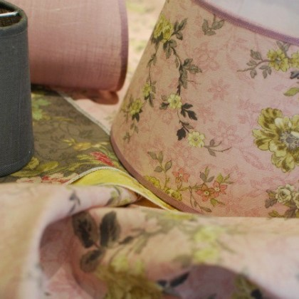 Pantalla para lámpara, hecha a medida con tela flores