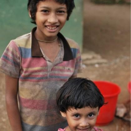 """Roshan y Namratha, alumnos de """"Amigos de Tara"""""""