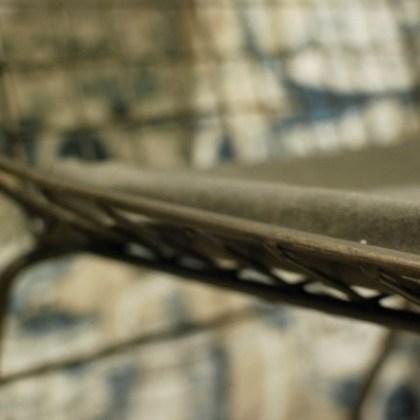 detalle Silla de metal, estilo industrial en la tienda ( El Taller de Carola, Valencia )