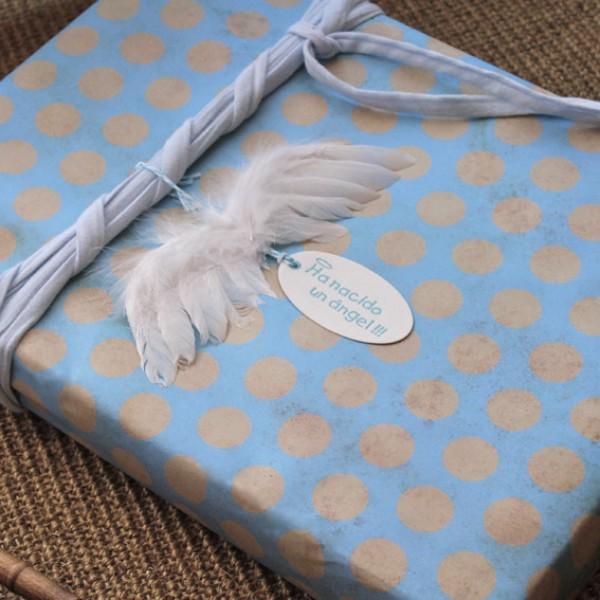papel-de-regalo-azul-vintage-lunares 3