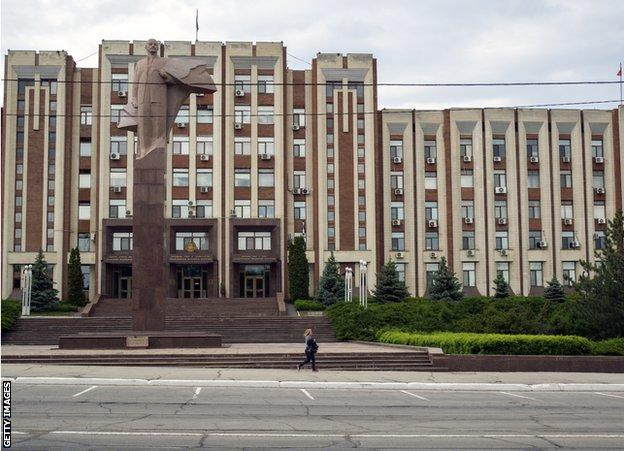 A statue of Lenin in Tiraspol