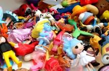Geschenklein, Geschenke, schenken, Verkäuferin, Laden, Supermarkt, Ramsch, Plastik, Spielzeug, Ballon, Overkill,