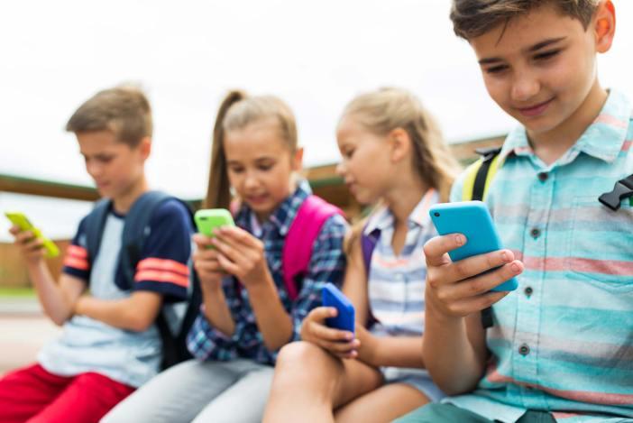 Konsumverhalten, PostFinance, MoneyFit, YouTube, Instagram, Snapchat, We Heart It, Soziale Netzwerke, Soziale Medien, Stars, Influencer, Umgang mit Geld,
