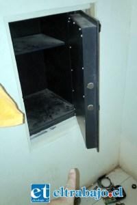 Esta es la caja fuerte que reventaron y desde donde robaron gran cantidad de dinero.