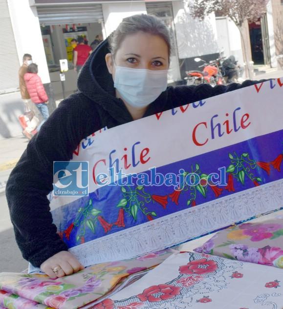 Bernardita Sanhueza tendrá que seguir vendiendo sus manteles sin permiso.