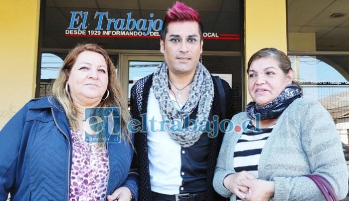 VISITAN DIARIO EL TRABAJO.- Ellos conforman la directiva de ADIS Aconcagua: Carmen Salinas es la tesorera, Pablo Reyes el secretario, y la presidenta del Círculo ADIS, Gladys Ceballos.