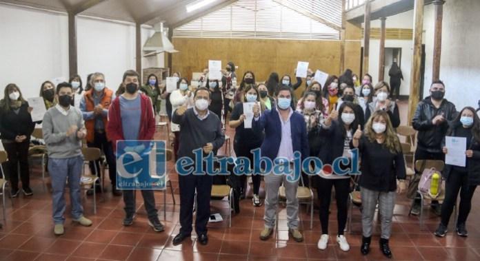 Dirigentes y representantes de comités de vivienda de todo Putaendo junto al alcalde y concejales en el lanzamiento oficial de la Oficina Municipal de la Vivienda Putaendo.