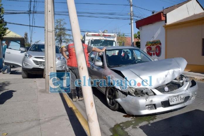 TRES HERIDOS.- Así quedaron los dos vehículos tras la colisión, en total fueron tres personas lesionadas