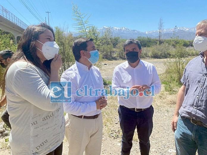 Los alcaldes Manuel Rivera, Christian Ortega y Dina González (Los Andes, San Esteban y Calle Larga, respectivamente) llegaron hasta la ribera del Río Aconcagua para expresar su repudio e indignación frente a la intervención del Río Aconcagua.