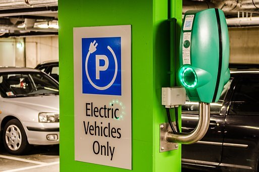 e-vehicle charging station displaying how EVs are charged