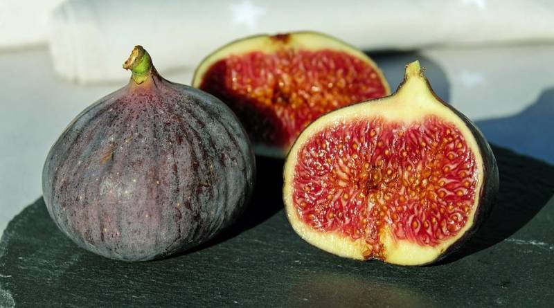 Figs on a Table - Fig Magical Properties - Elune Blue