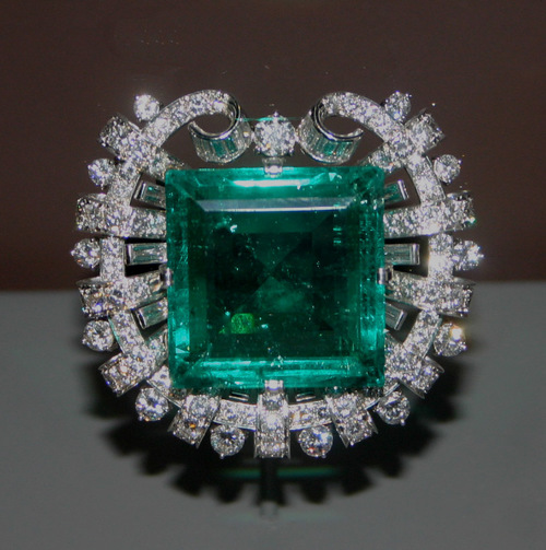 Emerald can help stimulate prophetic dreams and aid with prophecy.  It is also believed to shield one from a lover's unfaithfulness.  There is an old folk tale that if your lover is faithful, emerald will glow bright green, but if not it will change color. -- Emerald Metaphysical Properties