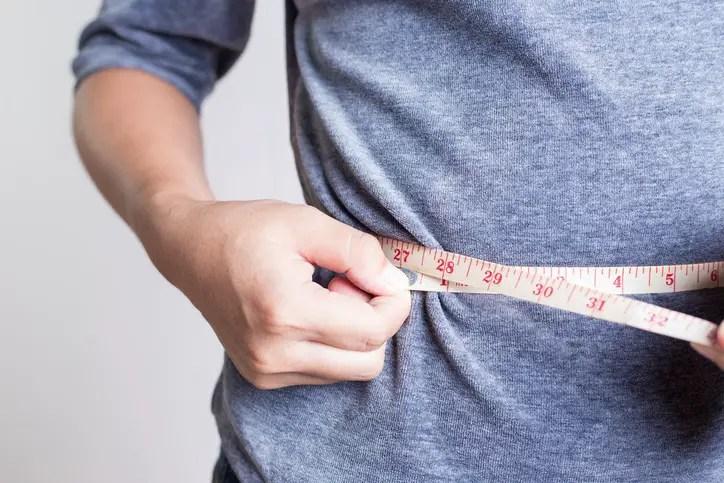 10 Cambios sorprendentemente fácil de perder grasa del vientre que cualquiera puede hacer
