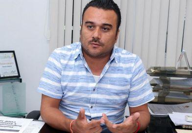 """El director del Comude Amador Hernández, explica el """"Alberca-Gate"""""""
