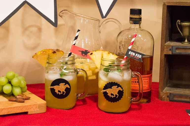 Pineapple Mint Julep Sangria for the Kentucky Derby Party | Free Printable Straw Flags at elvamdesign.com