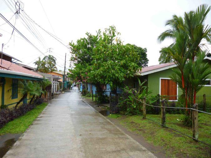 calles_tortuguero_costarica_elviajenotermina_blog de viajes