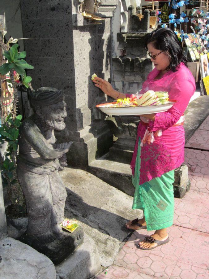 ofrenda_bali_indonesia_elviajenotermina_blog de viajes