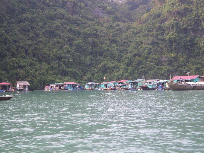 pueblo_halong_bay_vietnam_elviajenotermina_blog viajes
