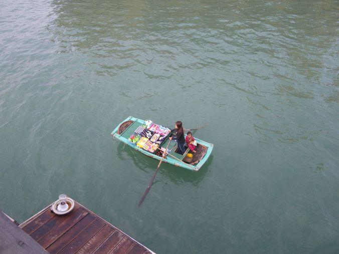 vendedores_halong_bay_vietnam_elviajenotermina_blog viajes