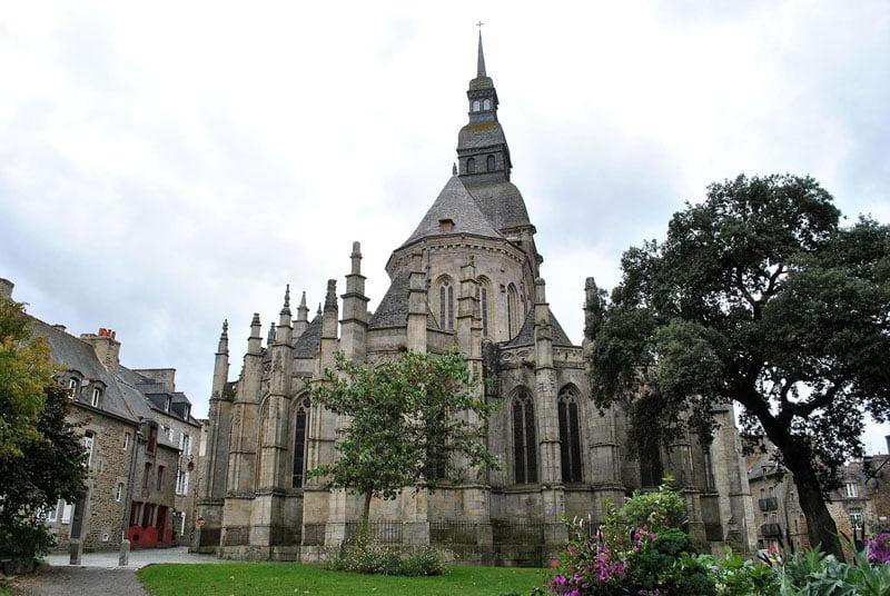 Basílica de Saint Sauveur en Dinan en Bretaña