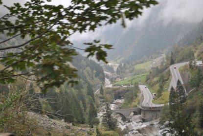 Chamonix-Edificio 3 pueblos, 3 cantones, 1 país  que está como un queso: Suiza